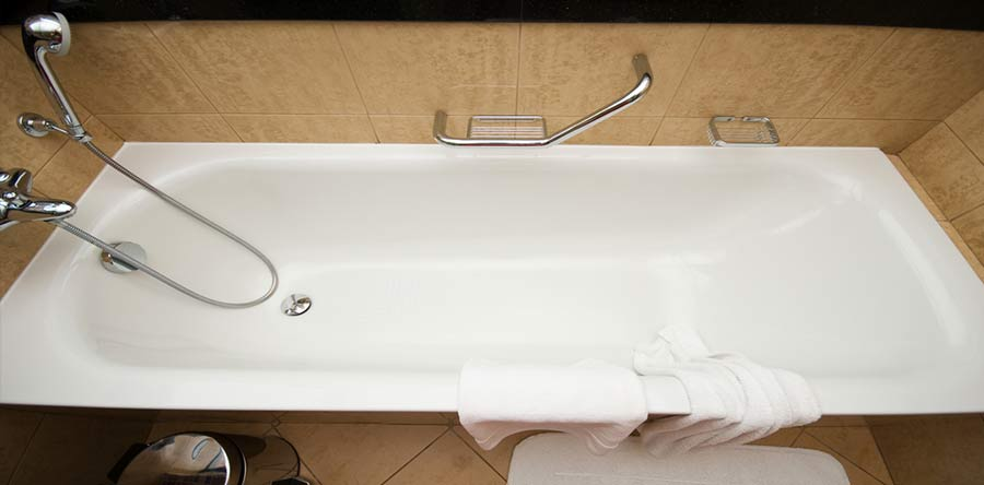 what common issues cause bathtub leaks